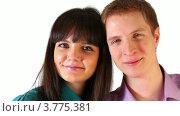 Купить «Молодой парень и девушка смотрят и улыбаются», видеоролик № 3775381, снято 18 января 2012 г. (c) Losevsky Pavel / Фотобанк Лори