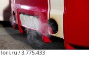Купить «Дым из выхлопных труб автомобиля», видеоролик № 3775433, снято 16 января 2012 г. (c) Losevsky Pavel / Фотобанк Лори