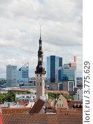 Старый и новый Таллин. Вид сверху. Эстония (2012 год). Редакционное фото, фотограф Александр Щепин / Фотобанк Лори
