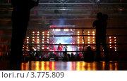Купить «Борцы выходят из-за металлических ворот», видеоролик № 3775809, снято 9 января 2012 г. (c) Losevsky Pavel / Фотобанк Лори