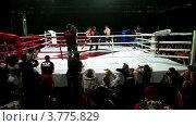 """Купить «Два спортсмена на боксерском ринге на шоу """"Московская битва 3""""», видеоролик № 3775829, снято 11 января 2012 г. (c) Losevsky Pavel / Фотобанк Лори"""