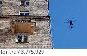 Купить «Вертолет в синем небе», видеоролик № 3775929, снято 27 января 2012 г. (c) Losevsky Pavel / Фотобанк Лори
