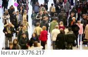 Купить «Идущие люди», видеоролик № 3776217, снято 15 февраля 2012 г. (c) Losevsky Pavel / Фотобанк Лори