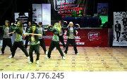 Купить «Восемь девушек танцуют», видеоролик № 3776245, снято 15 февраля 2012 г. (c) Losevsky Pavel / Фотобанк Лори