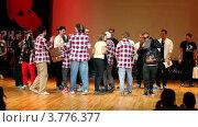Купить «Танцоры брейкданса на сцене празднуют получение приза на конкурсе», видеоролик № 3776377, снято 29 декабря 2011 г. (c) Losevsky Pavel / Фотобанк Лори