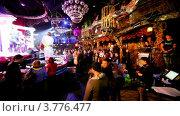 Купить «Посетители ночного клуба у сцены», видеоролик № 3776477, снято 24 января 2012 г. (c) Losevsky Pavel / Фотобанк Лори