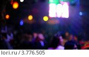 Купить «Посетители ночного клуба у видео экранов», видеоролик № 3776505, снято 19 января 2012 г. (c) Losevsky Pavel / Фотобанк Лори