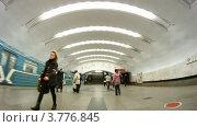 Купить «Пассажиры на станции метро Перово, таймлапс», видеоролик № 3776845, снято 1 февраля 2012 г. (c) Losevsky Pavel / Фотобанк Лори