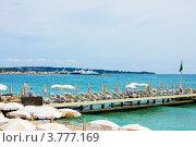 Купить «Пляж на Лазурном побережье Франции, Канны», фото № 3777169, снято 13 июня 2010 г. (c) ElenArt / Фотобанк Лори