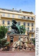 Купить «Гостиница и памятник на бульваре Круазет. Франция, Канны», фото № 3777189, снято 13 июня 2010 г. (c) ElenArt / Фотобанк Лори