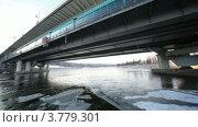 Купить «Лед на воде под Лужнецким мостом», видеоролик № 3779301, снято 17 сентября 2011 г. (c) Losevsky Pavel / Фотобанк Лори