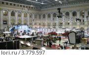 Купить «Рабочие демонтируют оборудование после выставки VOLVO (таймлапс)», видеоролик № 3779597, снято 27 апреля 2012 г. (c) Losevsky Pavel / Фотобанк Лори
