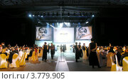 Купить «Презентация компаний на экранах над сценой, таймлапс», видеоролик № 3779905, снято 16 апреля 2012 г. (c) Losevsky Pavel / Фотобанк Лори