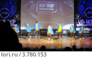 """Купить «Хип-хоп группа """"Absatz crew"""" танцует на сцене Дворца Культуры, таймлапс», видеоролик № 3780153, снято 16 апреля 2012 г. (c) Losevsky Pavel / Фотобанк Лори"""