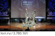 """Купить «Хип-хоп группа """"Дальше некуда"""" танцует на сцене Дворца Культуры, таймлапс», видеоролик № 3780161, снято 16 апреля 2012 г. (c) Losevsky Pavel / Фотобанк Лори"""
