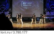 """Купить «Хип-хоп группа """"Super Girls"""" танцует на сцене Дворца Культуры, таймлапс», видеоролик № 3780177, снято 16 апреля 2012 г. (c) Losevsky Pavel / Фотобанк Лори"""