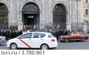 Купить «Толпы гостей на лестнице Королевской базилики (таймлапс)», видеоролик № 3780861, снято 20 апреля 2012 г. (c) Losevsky Pavel / Фотобанк Лори