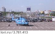 Купить «Вертолет на международной выставке», видеоролик № 3781413, снято 30 июля 2012 г. (c) Losevsky Pavel / Фотобанк Лори