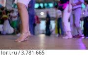 Купить «Женщина танцует с многими другими людьми», видеоролик № 3781665, снято 5 июня 2012 г. (c) Losevsky Pavel / Фотобанк Лори