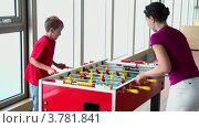 Купить «Мать с сыном во время круиза играет в настольный футбол», видеоролик № 3781841, снято 15 июня 2012 г. (c) Losevsky Pavel / Фотобанк Лори