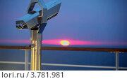 Закат над побережьем  летом, телескоп на палубе на переднем плане. Стоковое видео, видеограф Losevsky Pavel / Фотобанк Лори