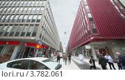 Купить «Много людей идут по главной пешеходной улице», видеоролик № 3782061, снято 30 июня 2012 г. (c) Losevsky Pavel / Фотобанк Лори