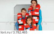 Купить «Мать с детьми в спасательных жилетах на палубе корабля», видеоролик № 3782465, снято 24 мая 2012 г. (c) Losevsky Pavel / Фотобанк Лори