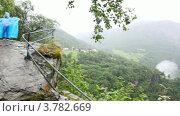 Купить «Ребенок и долина фиордов в середине лесистых гор, в тумане», видеоролик № 3782669, снято 5 июня 2012 г. (c) Losevsky Pavel / Фотобанк Лори