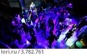 Купить «Много юношей и девушек танцуют на дискотеке на круизном судне», видеоролик № 3782761, снято 14 июня 2012 г. (c) Losevsky Pavel / Фотобанк Лори