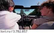 Купить «Пара сидит в кабриолете и едет по дороге в солнечный летний день», видеоролик № 3782857, снято 1 мая 2012 г. (c) Losevsky Pavel / Фотобанк Лори