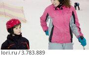 Купить «Мать и дочь в спортивном центре», видеоролик № 3783889, снято 19 апреля 2012 г. (c) Losevsky Pavel / Фотобанк Лори