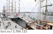 Купить «Люди ходят по пирсу в послеобеденное время около парусных судов», видеоролик № 3784133, снято 20 июля 2012 г. (c) Losevsky Pavel / Фотобанк Лори