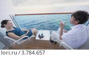 Купить «Женщина с мужчиной сидят на палубе и разговаривают», видеоролик № 3784657, снято 28 июля 2012 г. (c) Losevsky Pavel / Фотобанк Лори