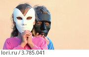 Купить «Дети в масках», видеоролик № 3785041, снято 18 июля 2012 г. (c) Losevsky Pavel / Фотобанк Лори
