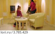 Купить «Мать с дочерью читают книгу в игровой комнате, таймлапс», видеоролик № 3785429, снято 26 апреля 2012 г. (c) Losevsky Pavel / Фотобанк Лори