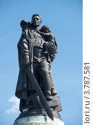 Купить «Памятник русскому солдату в Трептов-парке в Берлине», фото № 3787581, снято 2 августа 2012 г. (c) Алексей Зарубин / Фотобанк Лори
