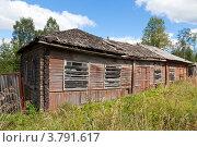 Купить «Старый деревянный дом», фото № 3791617, снято 13 августа 2012 г. (c) FotograFF / Фотобанк Лори