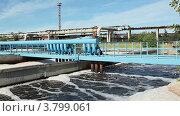 Купить «Аэрация воздухом воды на станции биологической очистки воды», видеоролик № 3799061, снято 31 августа 2012 г. (c) Кекяляйнен Андрей / Фотобанк Лори