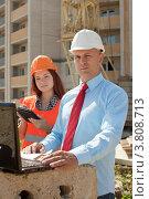 Купить «Два инженера-строителя работают на строительной площадке», фото № 3808713, снято 13 августа 2012 г. (c) Яков Филимонов / Фотобанк Лори