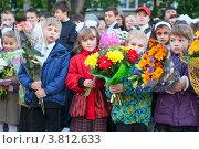 Купить «Ученики первого класса с цветами на первой линейке 1 сентября», фото № 3812633, снято 1 сентября 2012 г. (c) Кекяляйнен Андрей / Фотобанк Лори