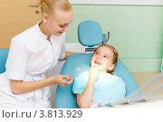 Купить «Маленькая девочка посещает стоматолога», фото № 3813929, снято 18 августа 2012 г. (c) Sergey Nivens / Фотобанк Лори