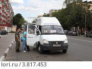 Купить «Балашиха, маршрутное такси», эксклюзивное фото № 3817453, снято 12 августа 2011 г. (c) Дмитрий Неумоин / Фотобанк Лори