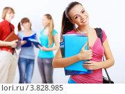 Купить «Студенты. Веселая девушка с книгами в руках и сумкой на плече стоит на фоне молодых людей», фото № 3828985, снято 14 июня 2012 г. (c) Sergey Nivens / Фотобанк Лори