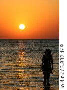 Восход солнца, силуэт девушки. Стоковое фото, фотограф Марат Сафаров / Фотобанк Лори