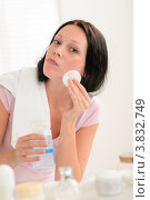 Купить «Девушка очищает лицо ватным диском, глядя в зеркало», фото № 3832749, снято 31 мая 2012 г. (c) CandyBox Images / Фотобанк Лори