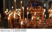 Купить «Русская православная церковь. Подсвечник с горящими свечами», фото № 3839045, снято 14 сентября 2012 г. (c) Mikhail Erguine / Фотобанк Лори