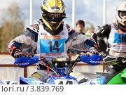 Купить «Спортсмен на квадроцикле участвует в гонках по Кантри Кроссу», эксклюзивное фото № 3839769, снято 8 сентября 2012 г. (c) Николай Винокуров / Фотобанк Лори