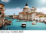 Купить «Базилика Санта-Мария делла Салюте на гранд-канале, Венеция, Италия», фото № 3843869, снято 12 июня 2012 г. (c) Iakov Kalinin / Фотобанк Лори