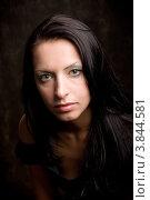 Портрет красивой женщины крупным планом на черном фоне. Стоковое фото, фотограф Татьяна Макотра / Фотобанк Лори