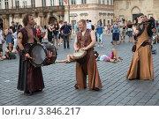 Купить «Выступление артистов на Староместской площади Праги», фото № 3846217, снято 6 августа 2012 г. (c) Михаил Рыбачек / Фотобанк Лори